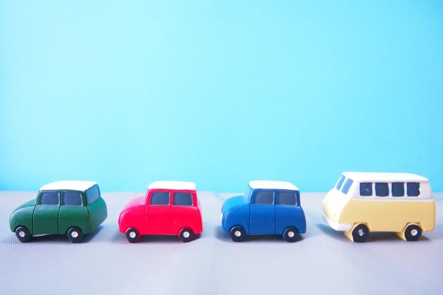 並ぶ車の模型